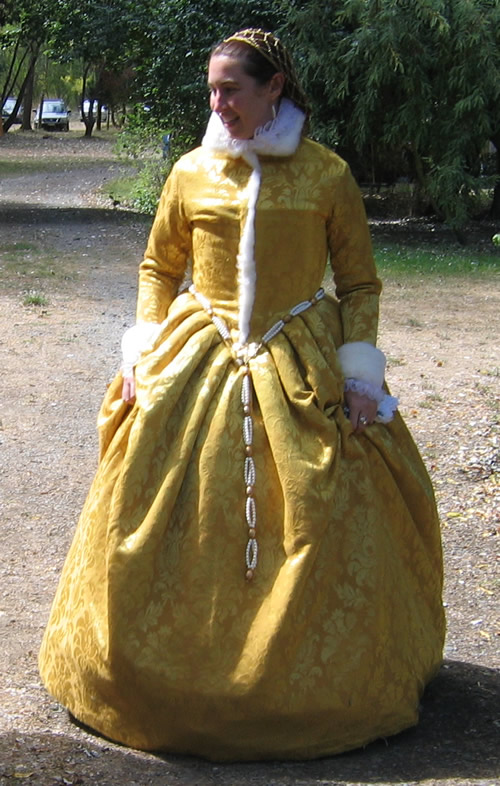 Laurelling gown
